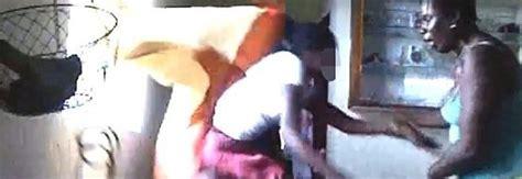 frustate sul sedere 12enne pubblica foto seminuda su fb la mamma la scopre e