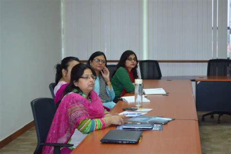 Important Lessons From Mba by Panel Discussion Held By Hr Club At Jaipuria Noida Has
