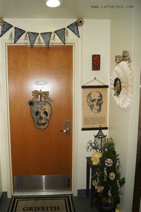 home door decoration halloween decorated doors home decor loversiq