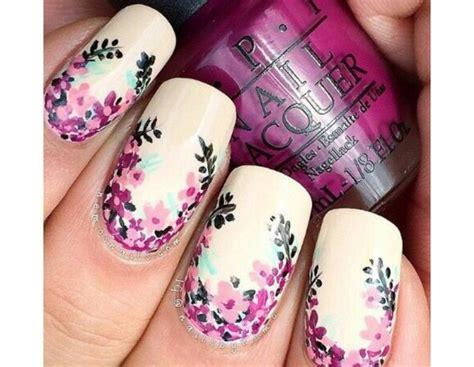 unghie fiori unghie le nail floreali pi 249 della primavera