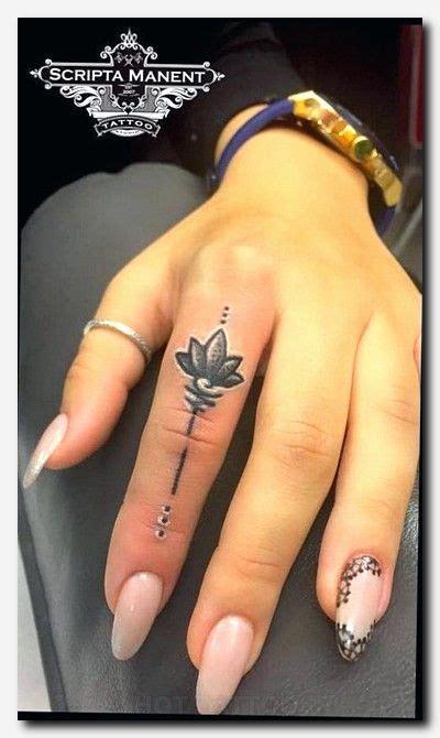 gecko tattoo on finger the 25 best gecko tattoo ideas on pinterest lizard