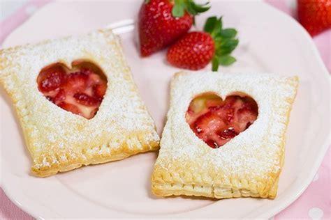 erdbeer vanillepudding kuchen erdbeer vanille bl 228 tterteigtaschen rezept mit bild