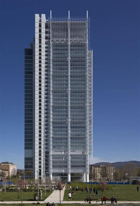 intesa sanpaolo la torre pensata per ridurre al massimo i costi energetici