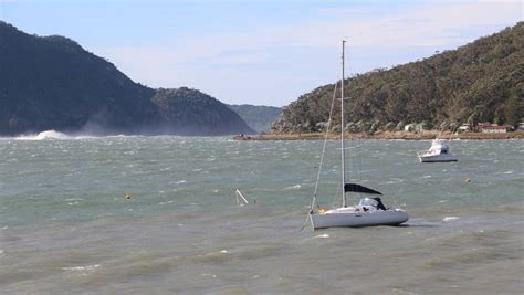 boat mooring port stephens boats beached by angry surf photos port stephens examiner