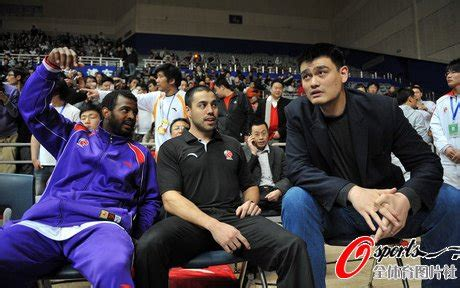 yao ming bench press click here for more photos of yao on the bench and here