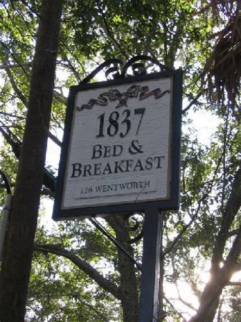 bed and breakfast charleston entrance