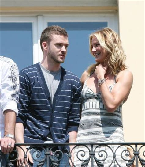 Cameron Diaz Gives Drew Barrymore Justin Timberlakes by Timberlake And Diaz Enjoy In Hawaiian Sun The