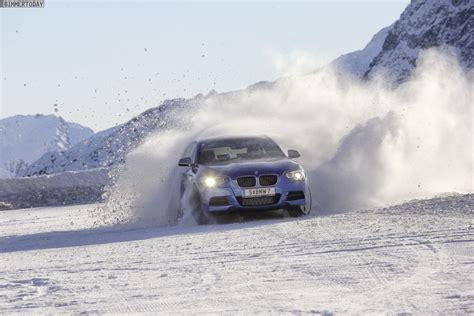 Bmw 1er Im Winter by Bmw M135i Xdrive Mit Allrad Im Schnee Bei Fahrertraining