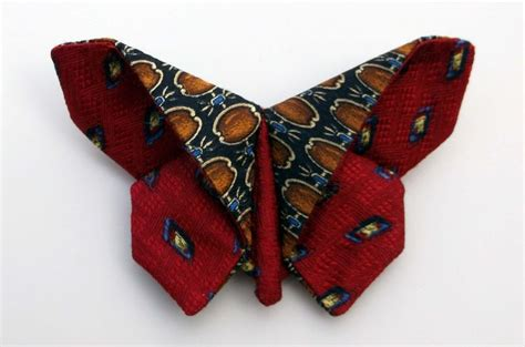 mens ties craft projects website shows lots of ideas for upcycling silk ties