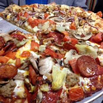 round pizza 27 photos 28 reviews pizza 208 n