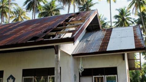 Seng Multiroof Di Palembang atap seng rumah warga rusak terkena gas belerang sumur panas bumi tribunnews