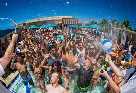 Las Vegas Records Las Vegas Tourism Numbers Continue To Smash Records