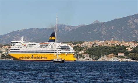 traghetto civitavecchia porto vecchio corsica sardegna elba in nave e in un viaggio