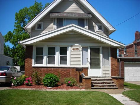 what is a bungalow house craftsman bungalow house craftsman bungalow historic