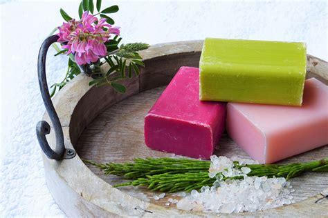 saponette fatte in casa i rimedio della saponetta nel letto per cri e dolori