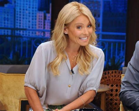 bra less kelly ripa takes to the red carpet ny daily news kelly ripa to announce permanent live with kelly co