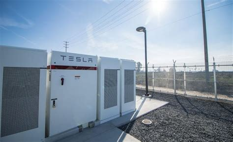 elon musk to build world s lithium ion battery in