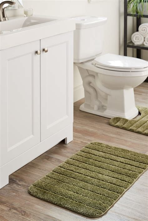 overstock bathroom rugs how to choose bath rugs and bath mats overstock com