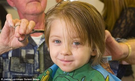 3 year boys haircut 3 year old dedicates first haircut to cancer patients