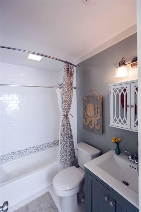 Hgtv Bathroom Remodel Ideas Before And After 20 Small Bathroom Makeovers
