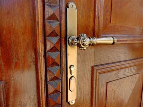 front door locks  protect  home