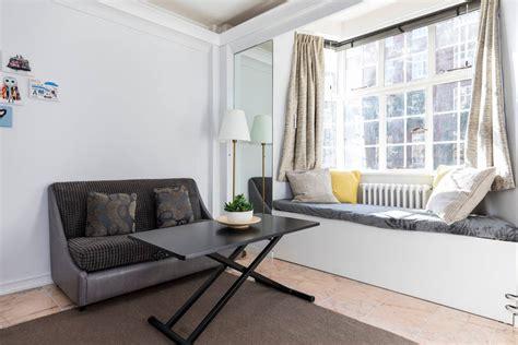 russel in appartamento bright and modern studio in square appartamenti
