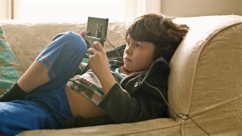 imagenes de niños jugando xbox las 3 formas de tratamiento mediante videojuegos omicrono