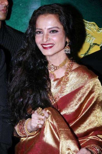 biography of film star rekha life of veteran actress rekha to be portrayed in a movie