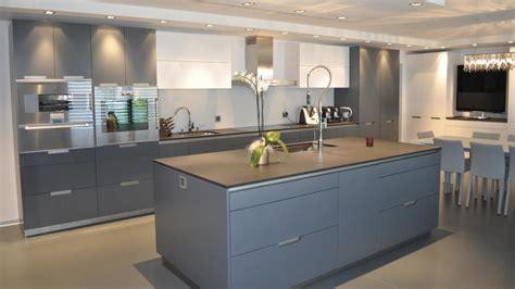 cocinas en blanco y gris distribuci 243 n c 243 moda y office acogedor minos lacado gris
