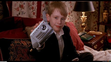 kevin macaulay culkin in home alone wallpaper 2933