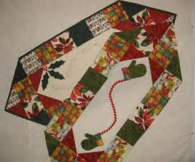 you to see two table runners pattern on