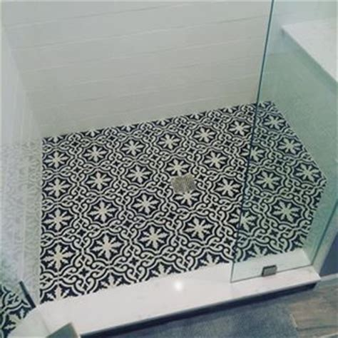 bathroom shower floor ideas 25 best ideas about encaustic tile on vintage