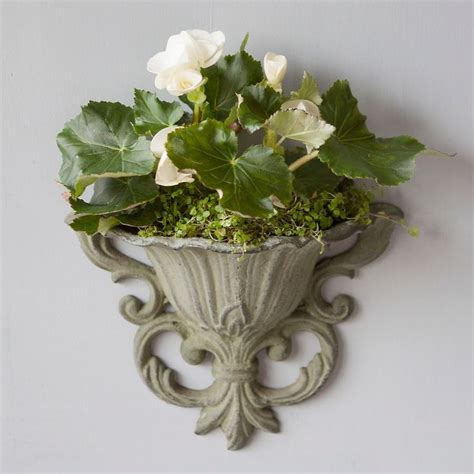 Mounted Planter by Best 25 Wall Mounted Planters Ideas On Small