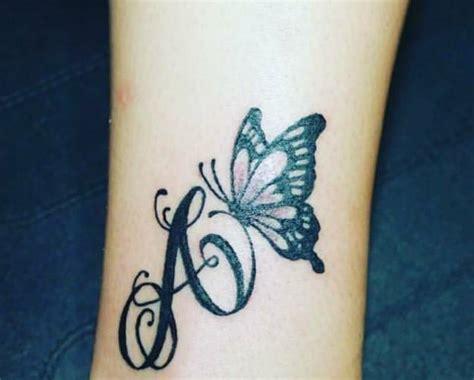 tatuaggi lettere corsivo tatuaggi lettere le idee pi 249 e gli stili da scegliere