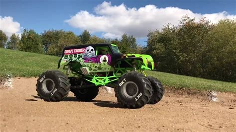 rc truck freestyle axial grave digger truck freestyle scale r c
