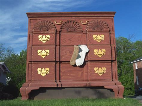 panoramio photo of worlds largest chest of drawers