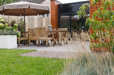 strakke tuin plantenbakken strakke tuin modern moderne tuin gras witte