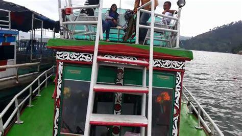 ferry danau toba kapal ferry ke tomok di parapat danau toba youtube