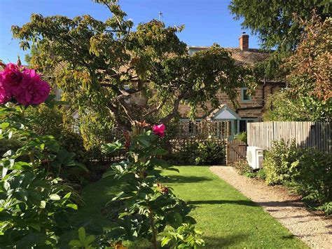 cosy corner cottage cotswold rooms