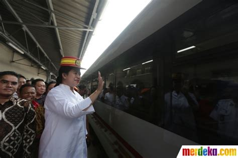 Topi 6 Ktp Wwe06 1 foto pakai topi masinis puan lepas mudik gratis di stasiun senen merdeka