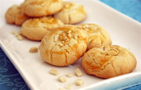 calories in new year almond cookies almond cookie facts mobile cuisine