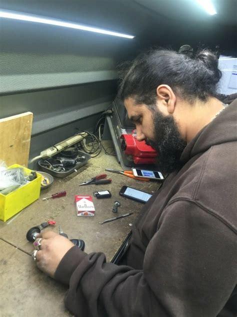 choosing locksmith monkey   auto locksmith