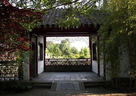 chinesischer pavillon chinesische gartengestaltung chinesischer pavillon