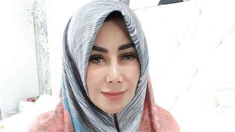 Lihat Jilbab buset harga jilbab ibunda raffi ahmad capai 4 juta lihat