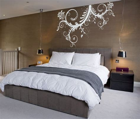 Fantastic brown bedroom wall with exciting white mural artistic design and amazing black shade
