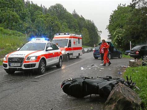 Unfall Motorrad Stuttgart by Kreis Calw Motorradfahrer Aus Stuttgart Stirbt Bei Sturz