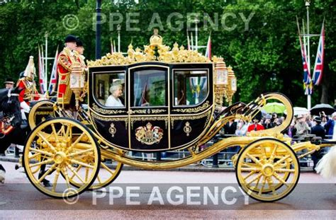 carrozza in inglese nouveau carrosse pour la reine elizabeth noblesse royaut 233 s