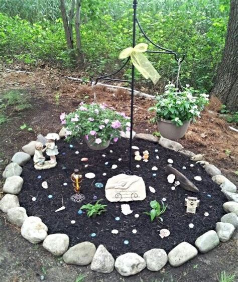 Pet Burial In Backyard by 25 Best Ideas About Pet Memorials On
