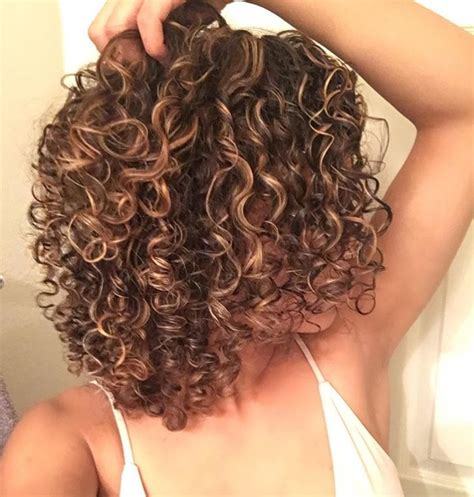 naturally curly hair types discover yours hairstylec discover your cut at bellacapellinapa com