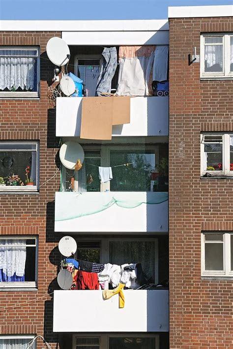 wäsche im wohnzimmer trocknen 825 0602 balkons mit kleidung zum trocknen in hamburg
